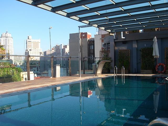 10 hoteles en madrid con piscina exterior y vistas desde for Piscina en madrid