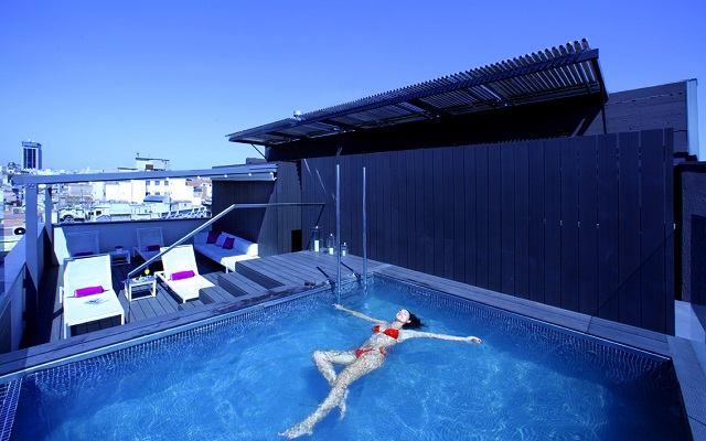 10 hoteles en barcelona con piscina exterior en la azotea y vistas - Hoteles con piscina climatizada en madrid ...