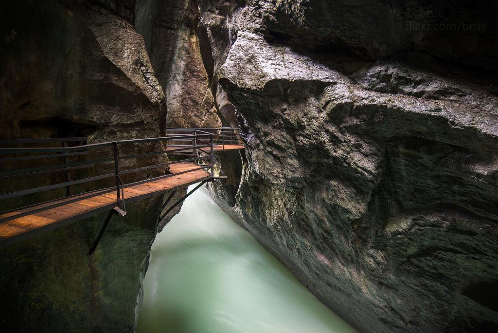 Garganta de Aareschlucht-Suiza