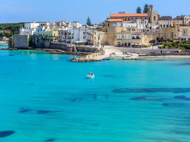 Aguas turquesas en Otranto