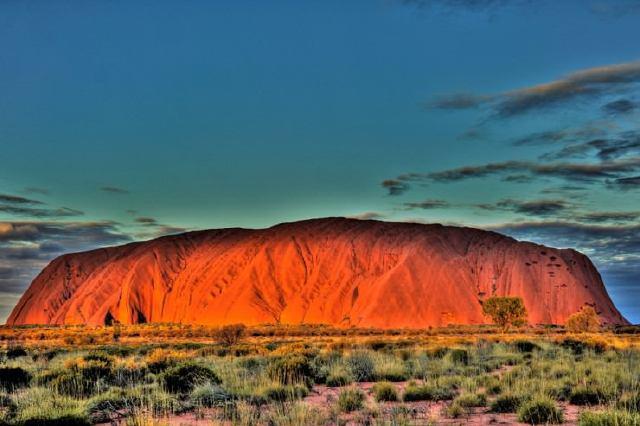 puesta de sol en Uluru, Australia