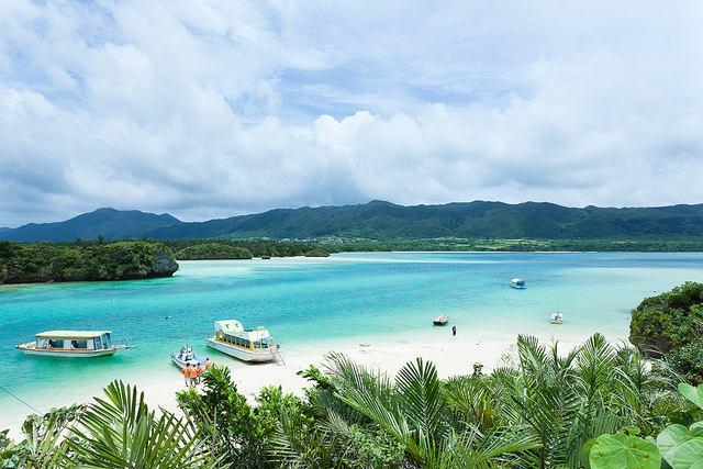 Kabira-Bay-Beach-Ishigaki-Island